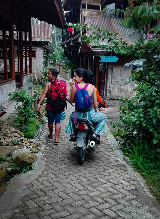 Moto bukit lawang Medan Sumatra trekking in two days