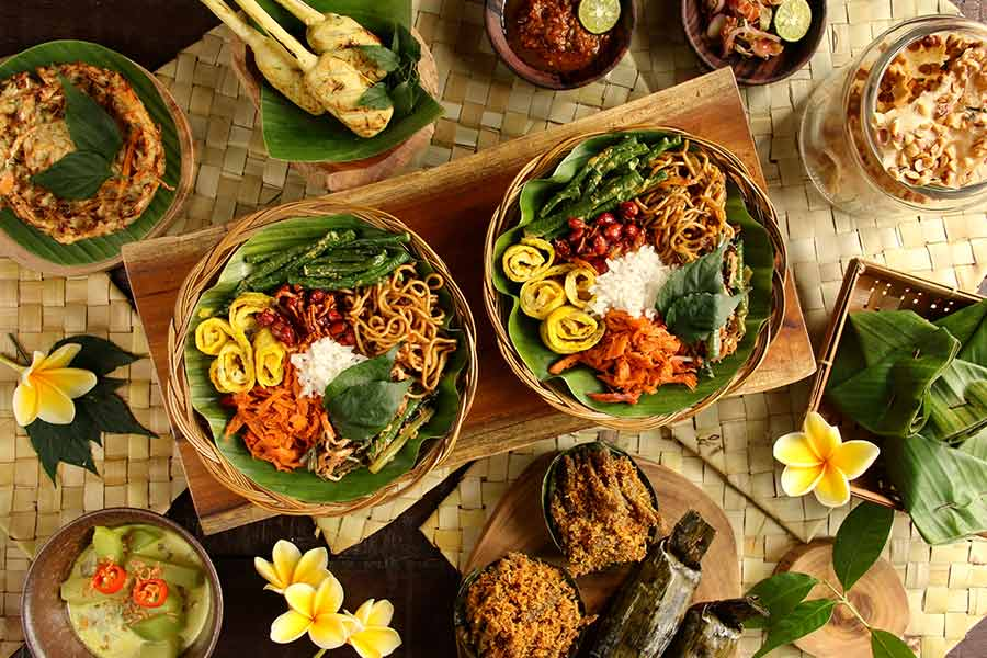 Where to eat typical balinese food in bali ubud