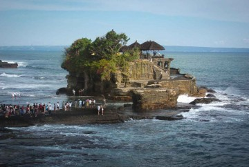 Tanah Lot temple que visitar en Bali top 10 indonesia