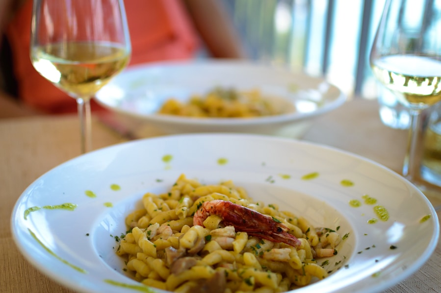 where to eat in cefalu in one day. the best restaurants sicily