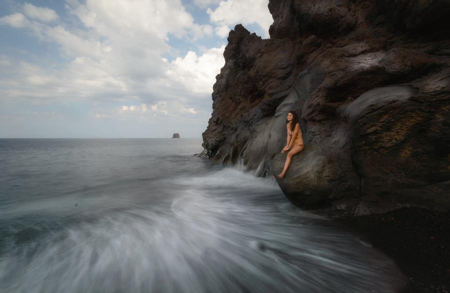 Grotta d'Eolo y Strombolicchio en Stromboli Sicilia Italia que hacer en stromboli