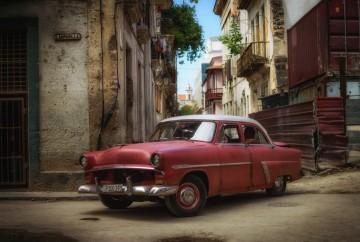 [:es]coche antiguo rojo calle lamparilla la Habana vieja[:en]Old red car Lamparilla street old Havana Cuba[:]