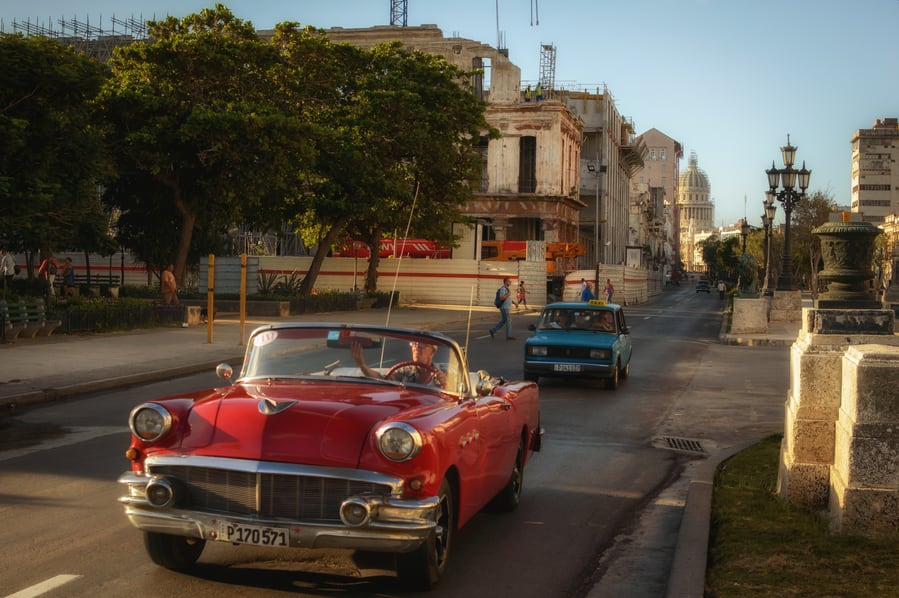 Speed is essential to photograph cars. guide to cuba havana