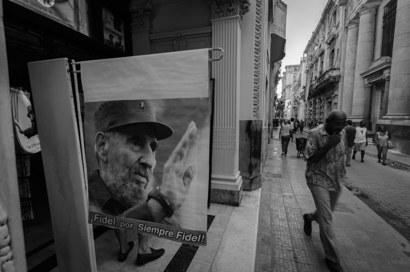 habana vieja cartel fidel blanco y negro fotografia la habana cuba. Guia de la Habana.