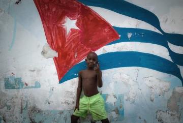 [:es]Niño en cuba Bandera La habana [:en]Boy in Cuba Flag Havana[:]