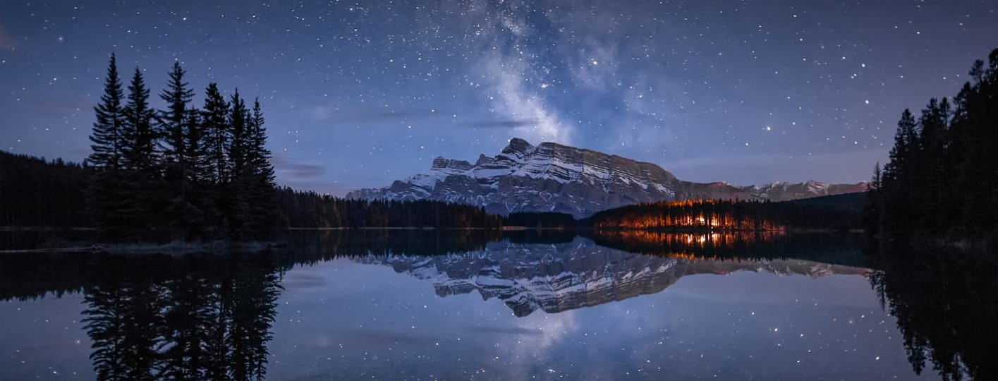 ruido en fotografia [:es]Milky way two jack lake banff canada alberta mirror pines sky photography night banff montañas rocosas de canada [:en]Milky way two jack lake banff canada alberta mirror pines sky photography night[:]