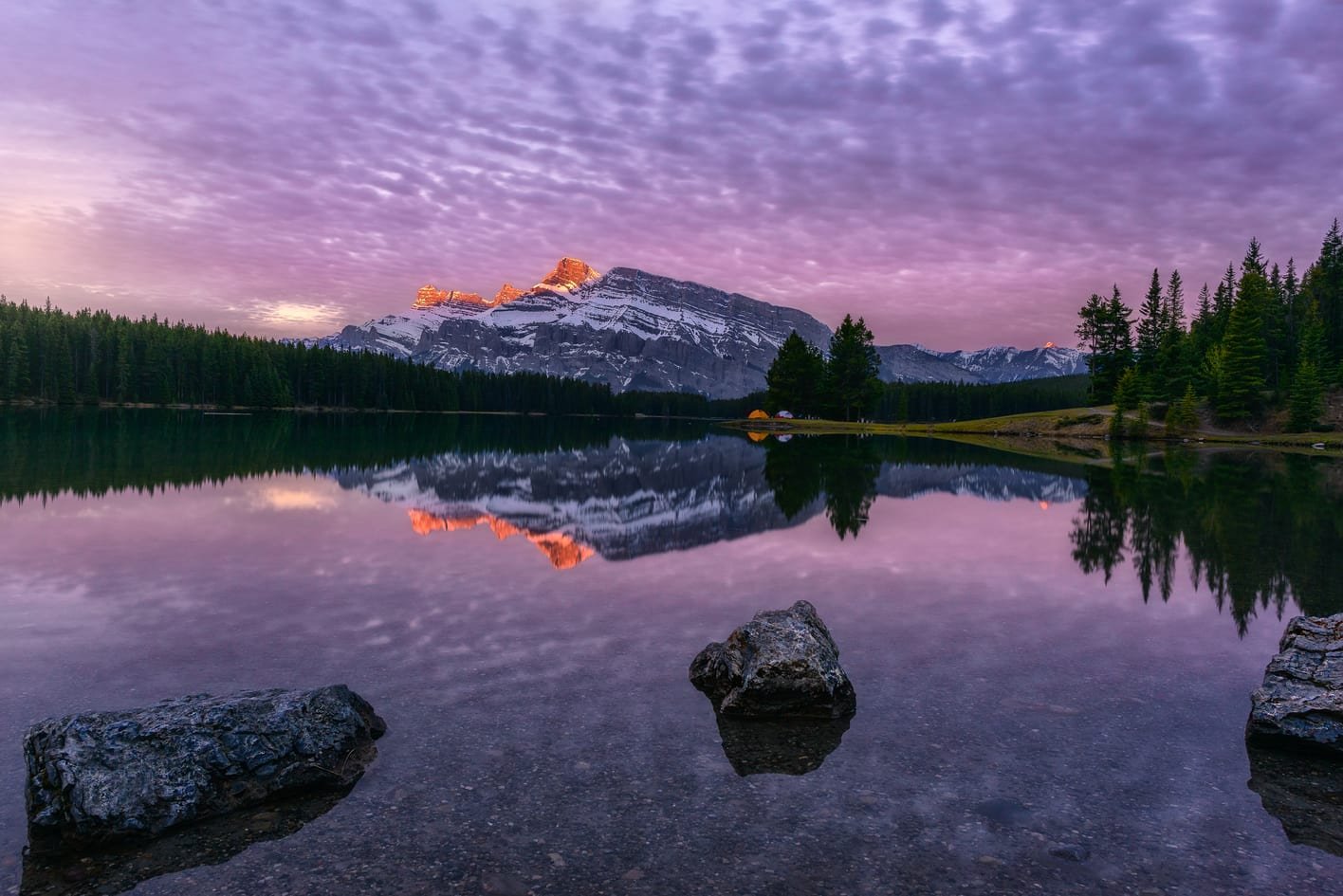 two jack lake mount rundle Banff national park holiday package