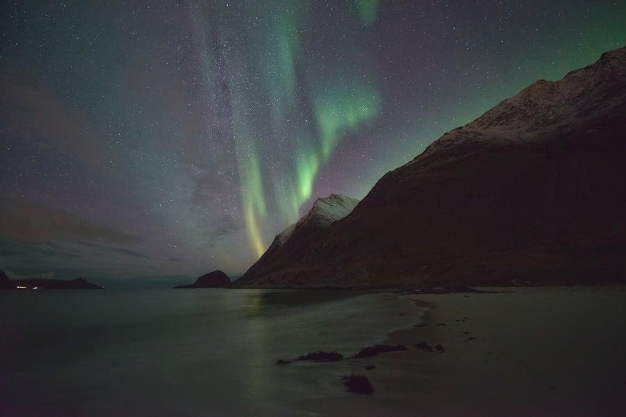 haukland beach auroras boreales viaje fotografico lofoten