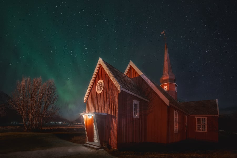 when to see the northern lights in lofoten norway