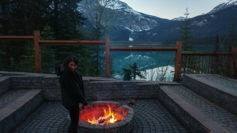 hoguera comun emerald lake lodge resort en yoho national park