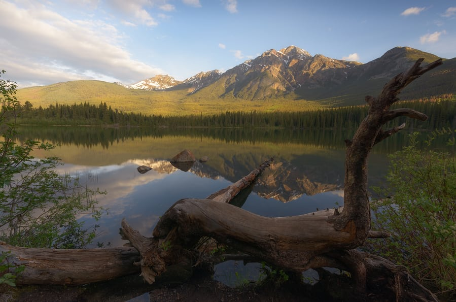 pyramid lake canadian rockies photo tours