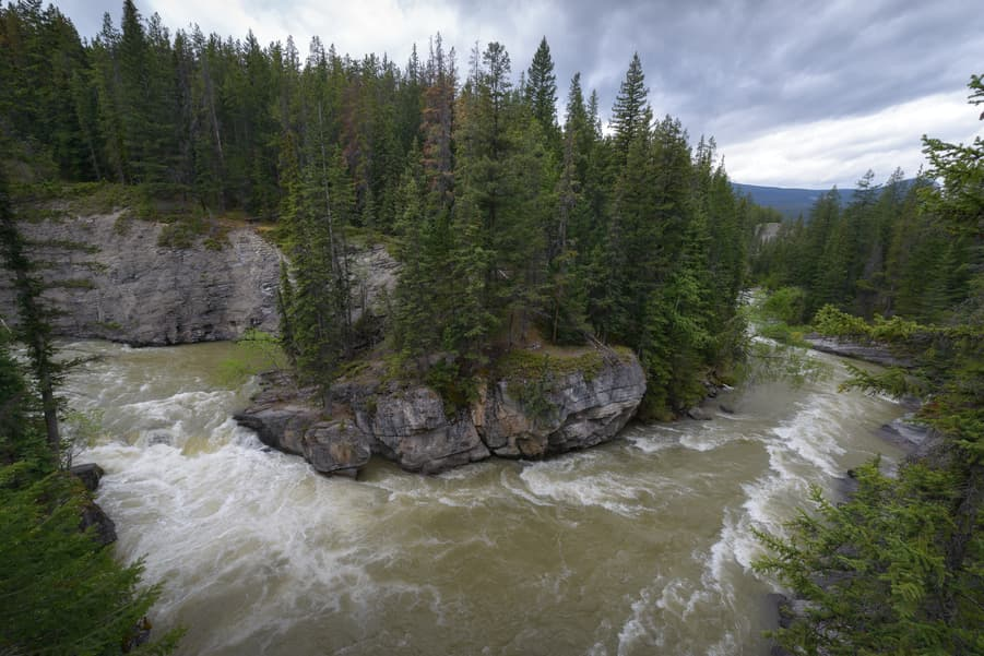 maligne canyon waterfalls best view in jasper national park