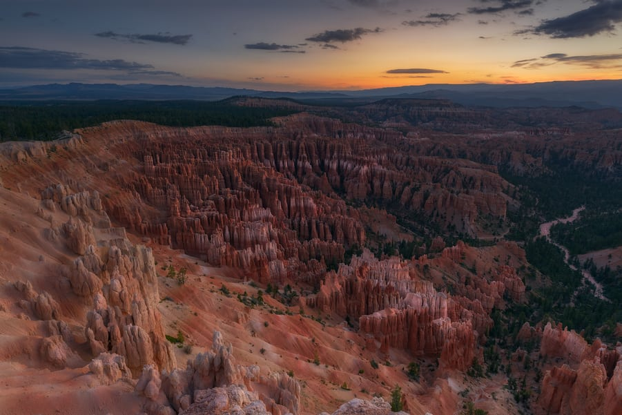 "The gods of fire amphitheater - <a href=""https://capturetheatlas.com/es/visitar-bryce-canyon-en-un-dia/"">Bryce Canyon National Park.</a> <a href=""https://capturetheatlas.com/es/ruta-costa-oeste-estados-unidos-10-dias/"">Estados Unidos.</a>"