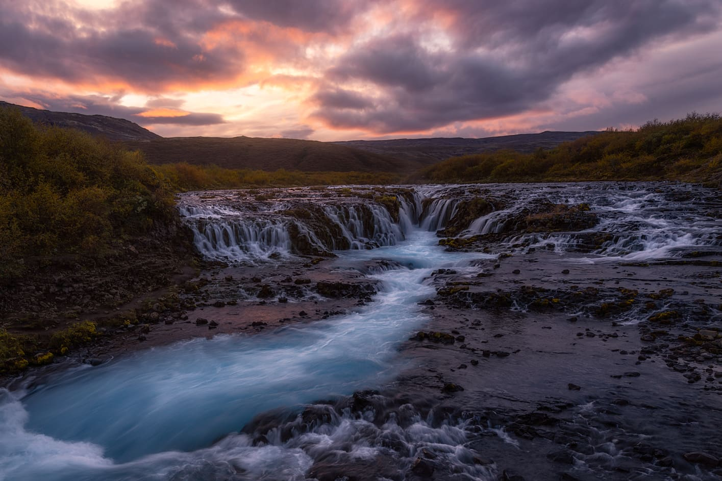 midnight sun iceland 24 hours daylight bruarfoss