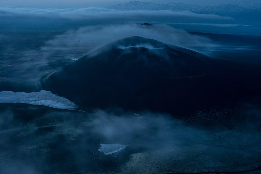 viaje a kamchatka en grupo precio mar de nubes volcan