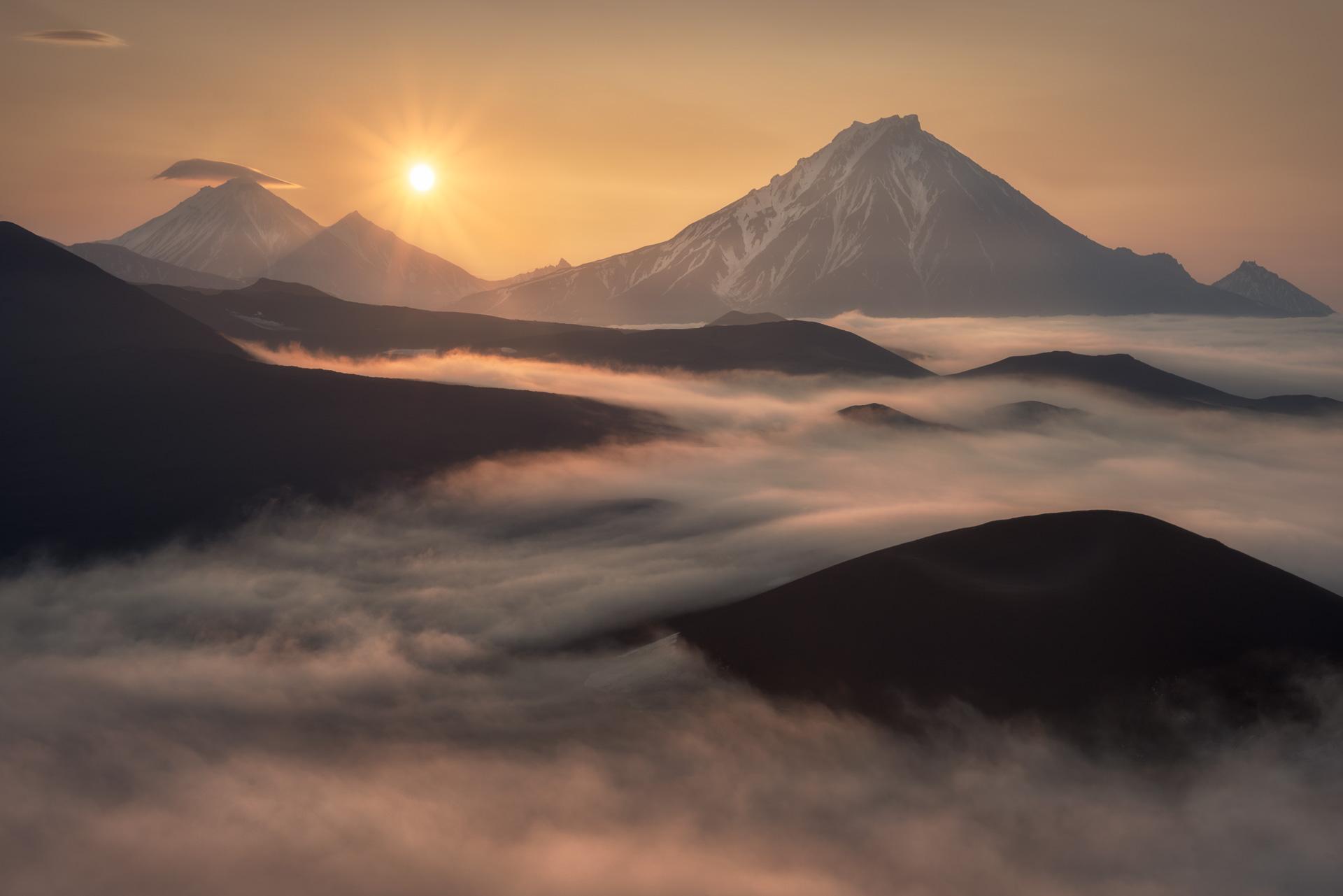 tolbachik kamchatka volcanic cone cloud sea photo tour sunrise