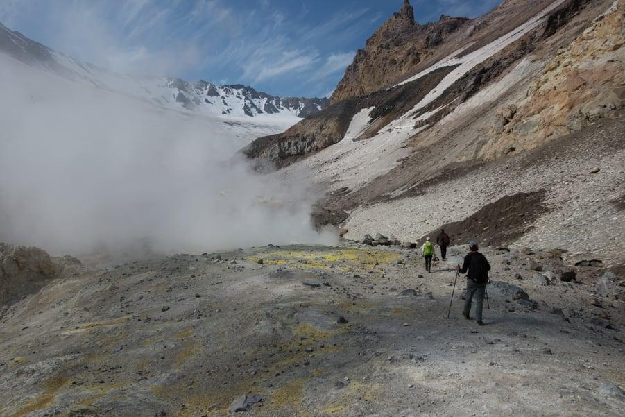 tour a kamchatka volcán Mutnovsky ruta de senderismo rusia