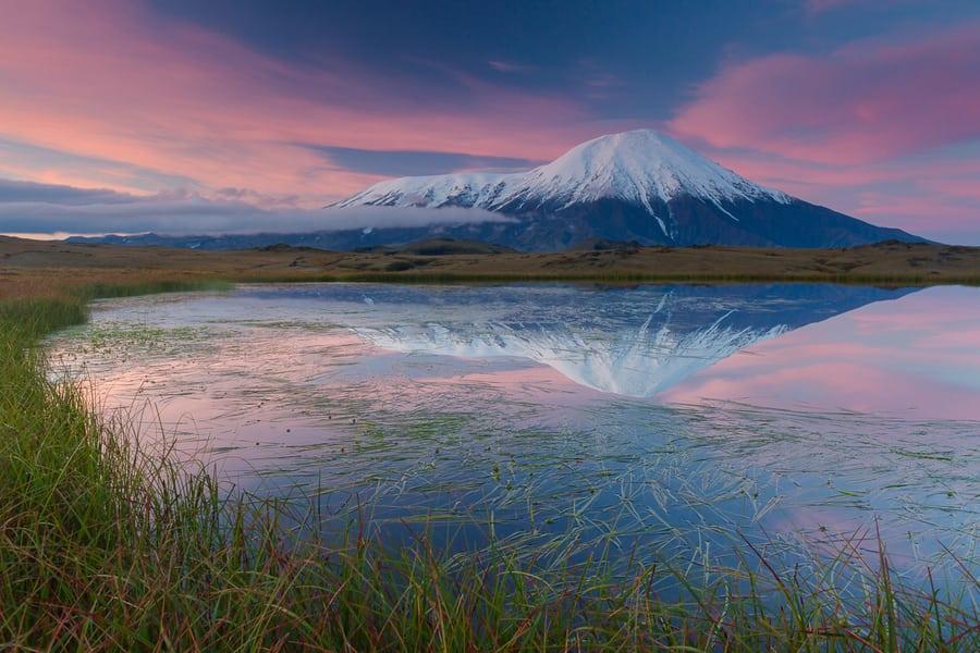 paisajes de kamchatka volcan tolbachik reflejo lago