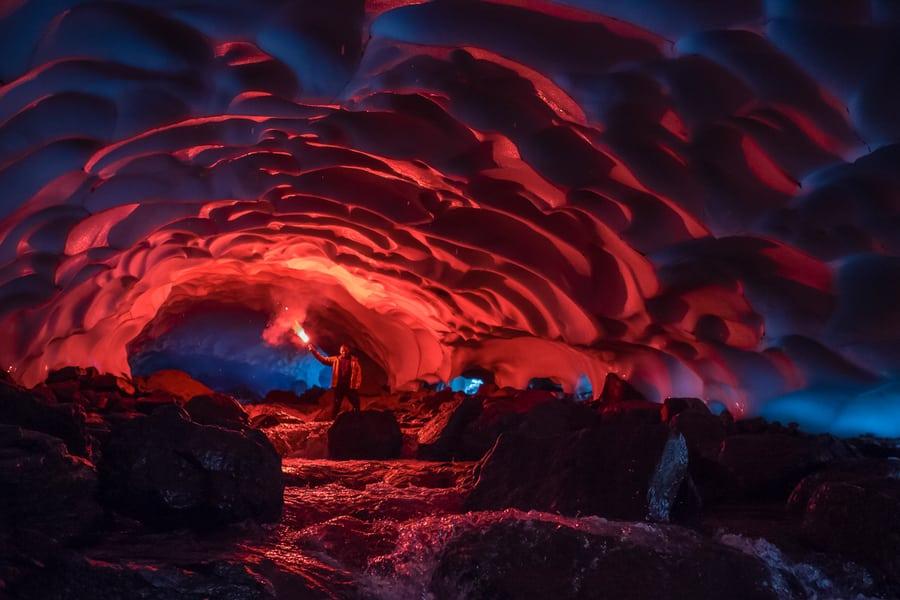 cueva de hielo bengala roja viaje fotografico a kamchatka precio