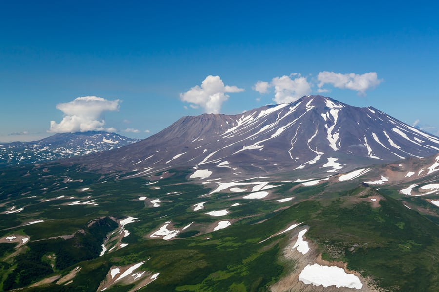 bears and volcanoes tour in kamchatka photography