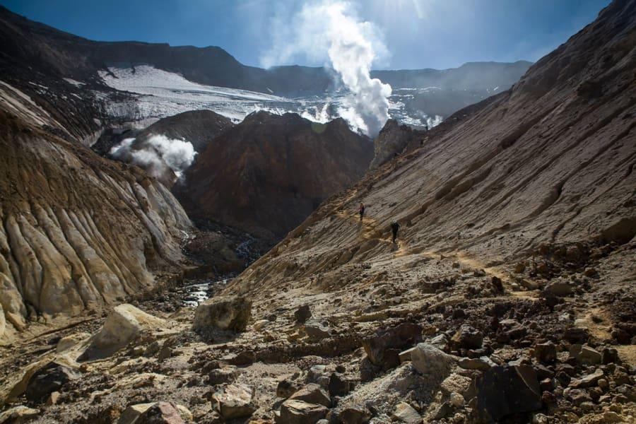 volcán Mutnovsky trekking viaje a kamchatka volcanes y osos