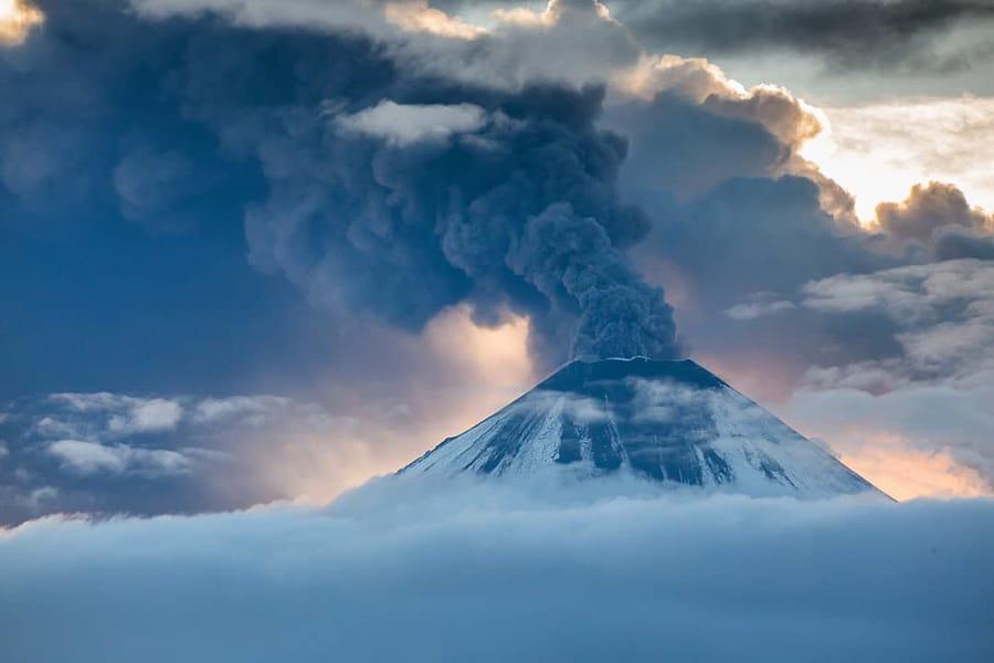 Kliuchevskoi volcanic ash kamchatka photography expedition price