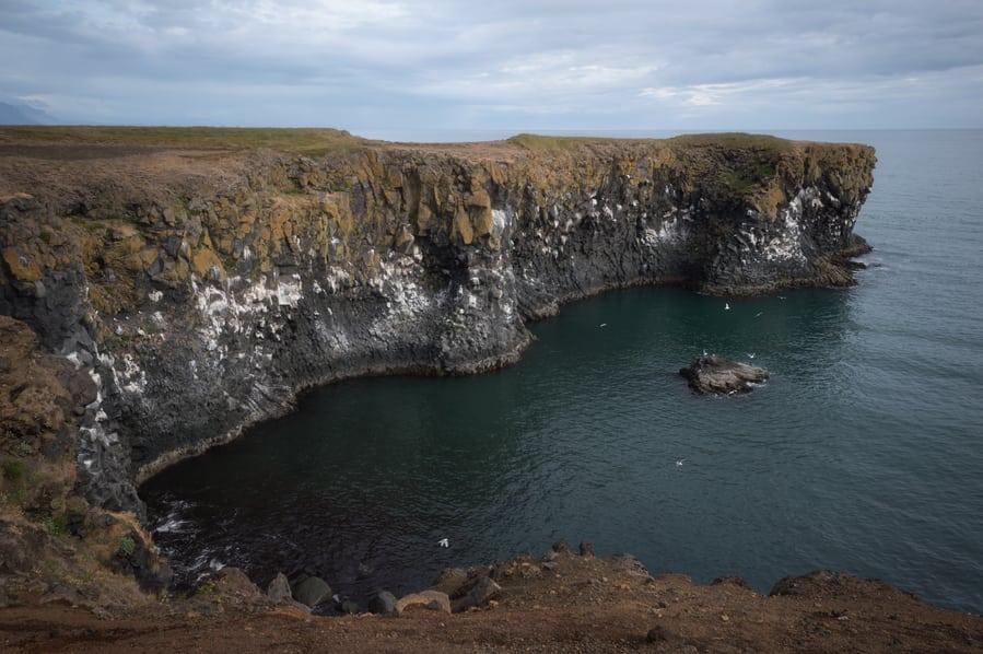 acantilados arnastapi snaefellsnes vacaciones en islandia