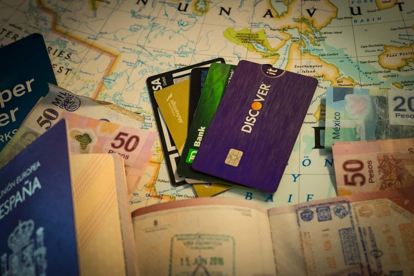 al pagar con tarjeta moneda local o euros en el extranjero