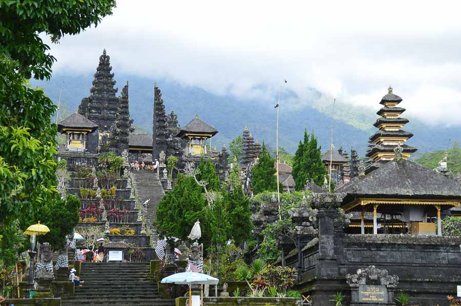 Besakih is one of the temple most important to do in bali