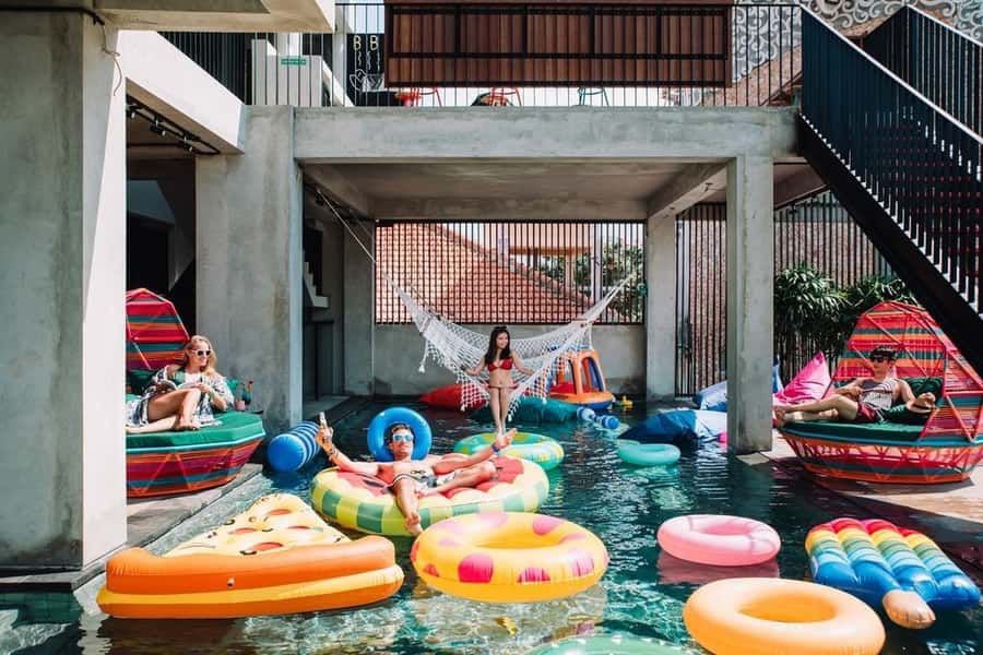 Los hoteles más baratos de bali para mochileros y viajeros solos. Kuta zonas con ambiente para alojarse en Bali