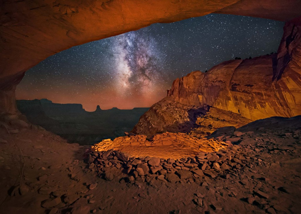 «Canyonlands visto desde la cueva de False Kiva» – Wayne Pinkston