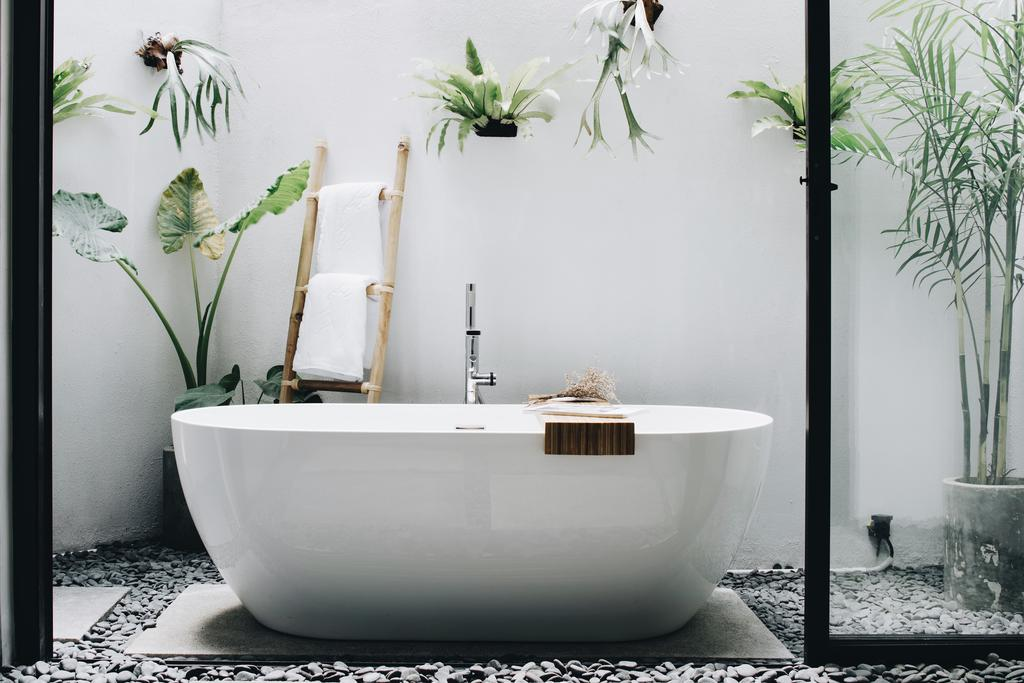 outdoor bathtub in Bali hotel