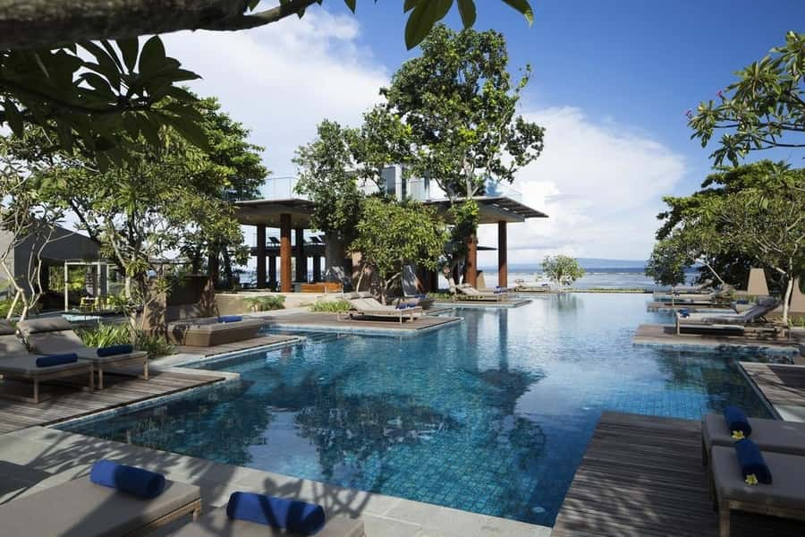 Resort in the middle of the jungle in Bali pool with sea views
