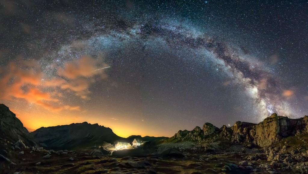 """ The mountain hut under the stars"" – Ignacio Municio"