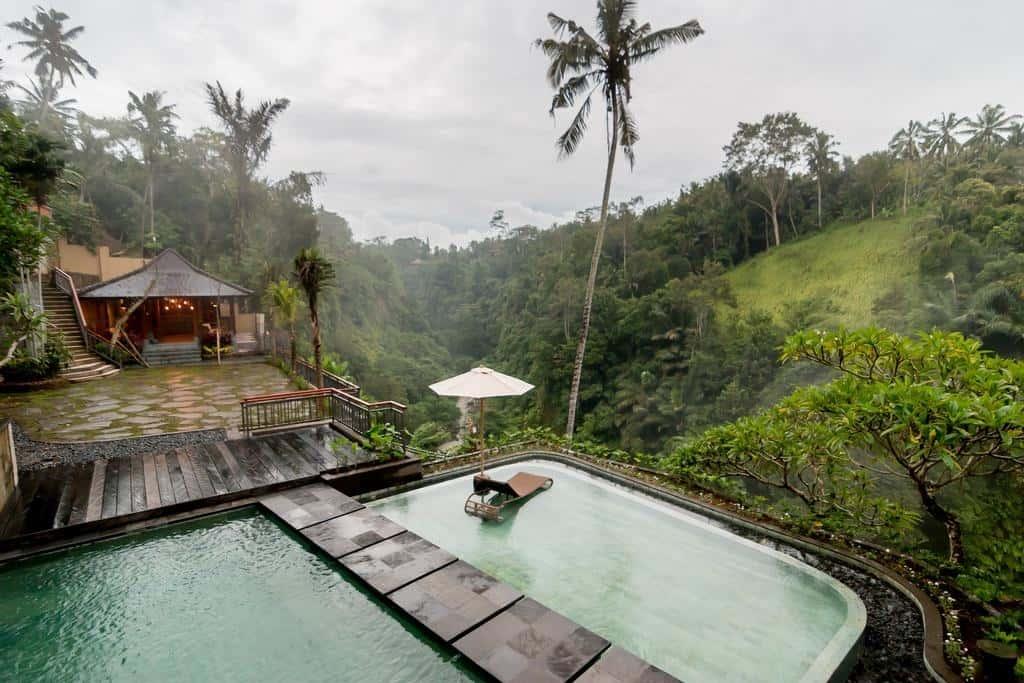 Ubud es buena zona para alojarse en Bali piscina hotel