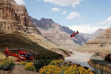 sobrevolar el gran cañon en helicoptero con aterrizaje en el fonde rio colorado