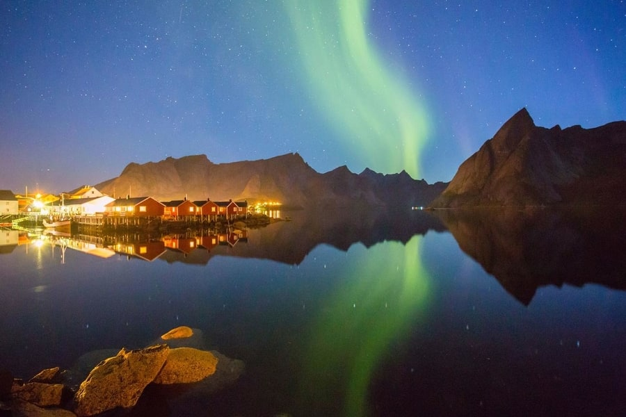 best northern lights accommodation in lofoten eliassen rorbuer
