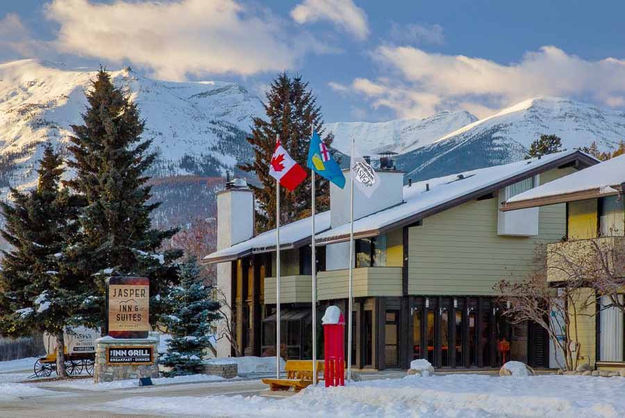 best resort to see northern lights in canadian rockies