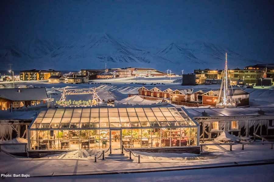 best places to see the northern lights in svalbard