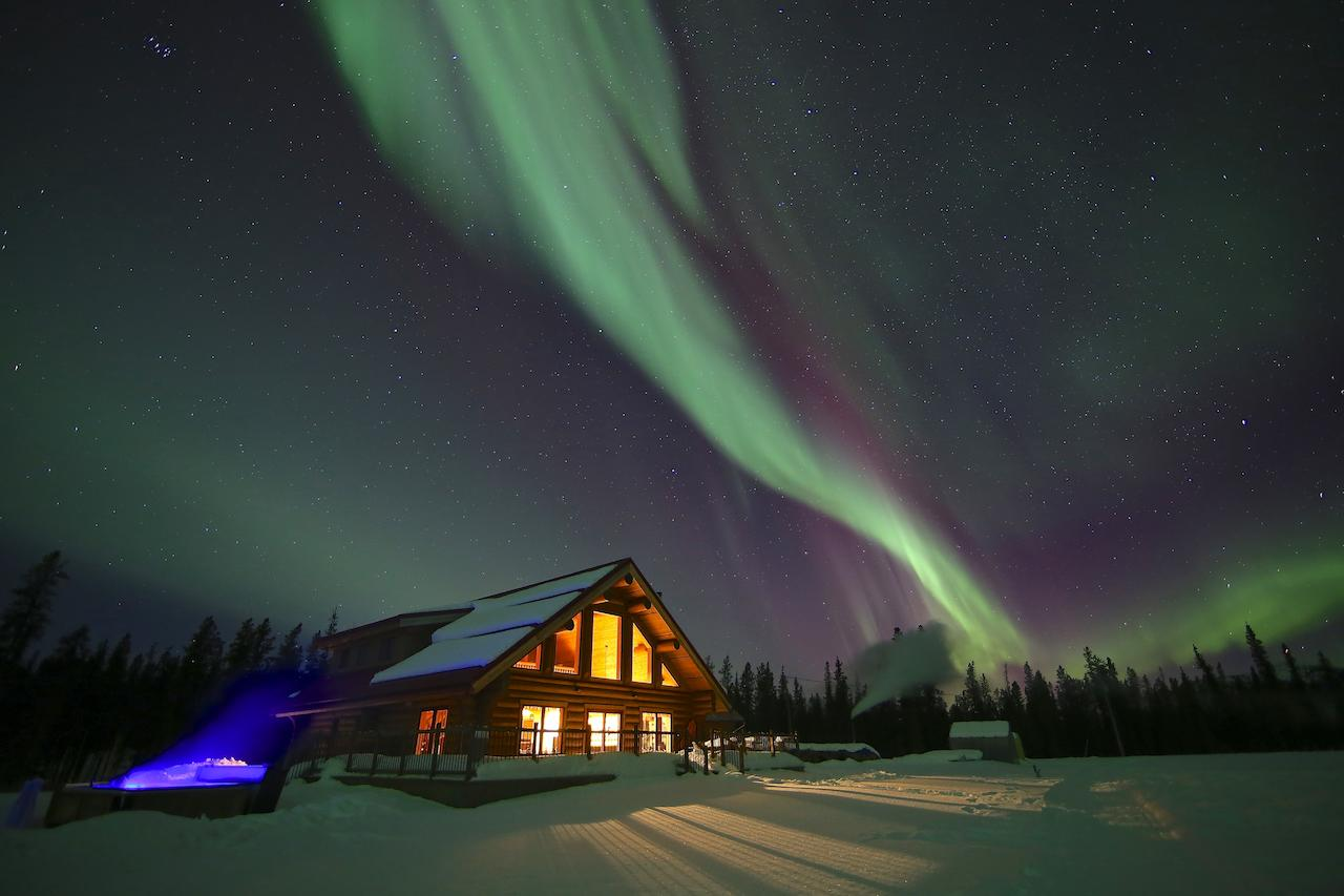 best hotel with hot tub to see northern lights in canada