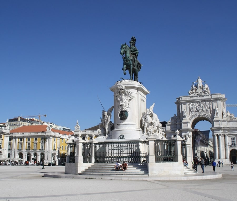 Walk in Praça do Comercio, something to do in Lisbon