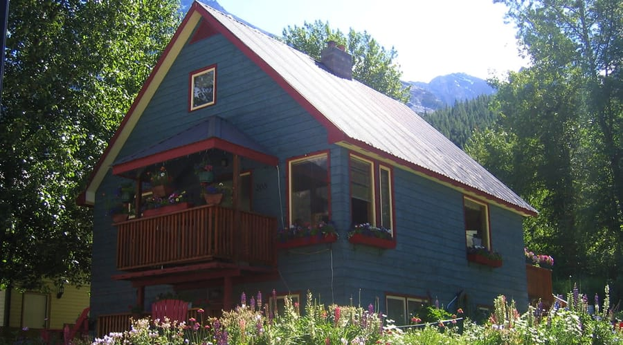 Fossil Beds Guesthouse, cheap hotel in Yoho National Park