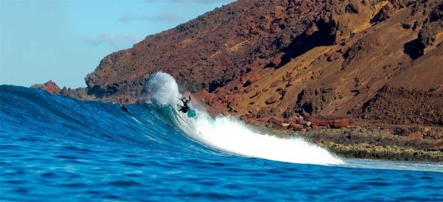 Surfing in Lobos Island, something to do in Islote de Lobos