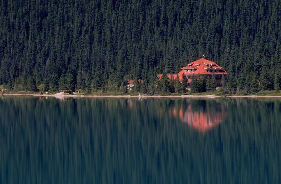 Num-Ti-Jah Lodge, dormir en una cabaña en Banff