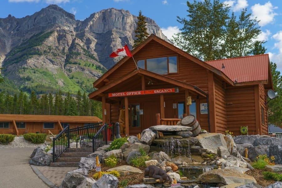 The Crossing, un motel donde hospedarse entre Banff y Jasper