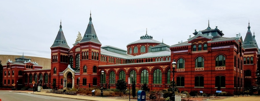 Smithsonian Institution Building, museums to visit in DC