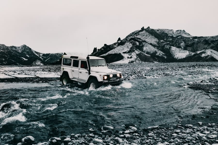 What damage is not covered by the insurance of a 4x4 rental in Iceland