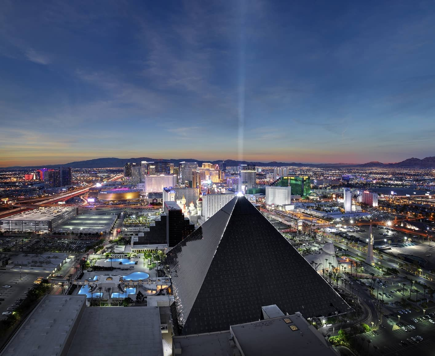 where to stay in las vegas luxor hotel egipto