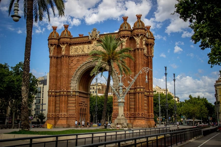 Arc de Triomf, things to see and do in Barcelona