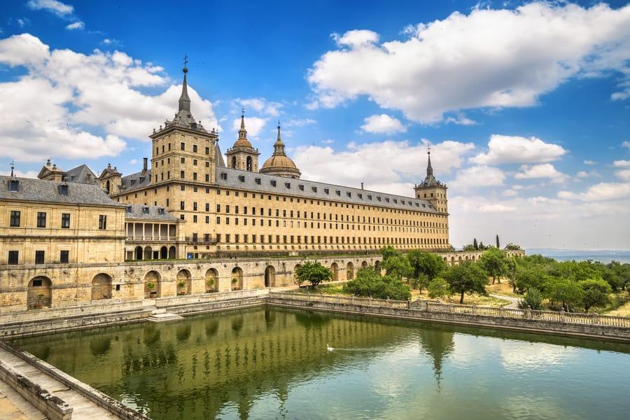 El Escorial y el Valle de los Caídos, lugares turísticos cerca de Madrid, España